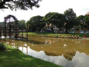 Siem Reap upė tekanti per Siem reap miestelį :)