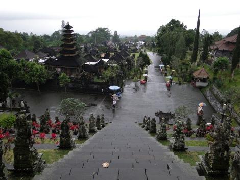 Besakih temple, šventykla, gangs, mafia, scam, reketas, reketininkai, Bali, Indonesia